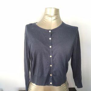 Cropped light buttoned sweater. PXL